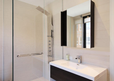 Unit B Bathroom 2-2